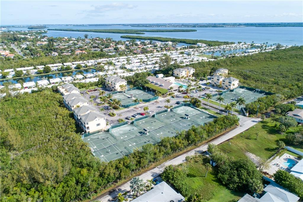 View to the North. - Condo for sale at 515 Forest Way, Longboat Key, FL 34228 - MLS Number is A4465231