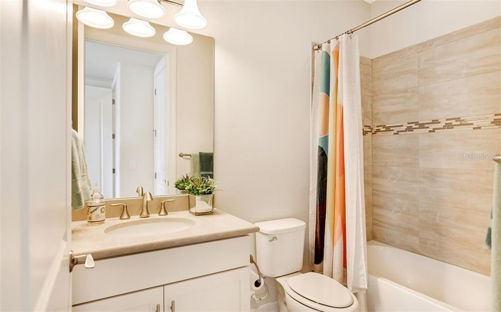 En-suite bath in guest room. - Single Family Home for sale at 11057 Sandhill Preserve Dr, Sarasota, FL 34238 - MLS Number is A4469925