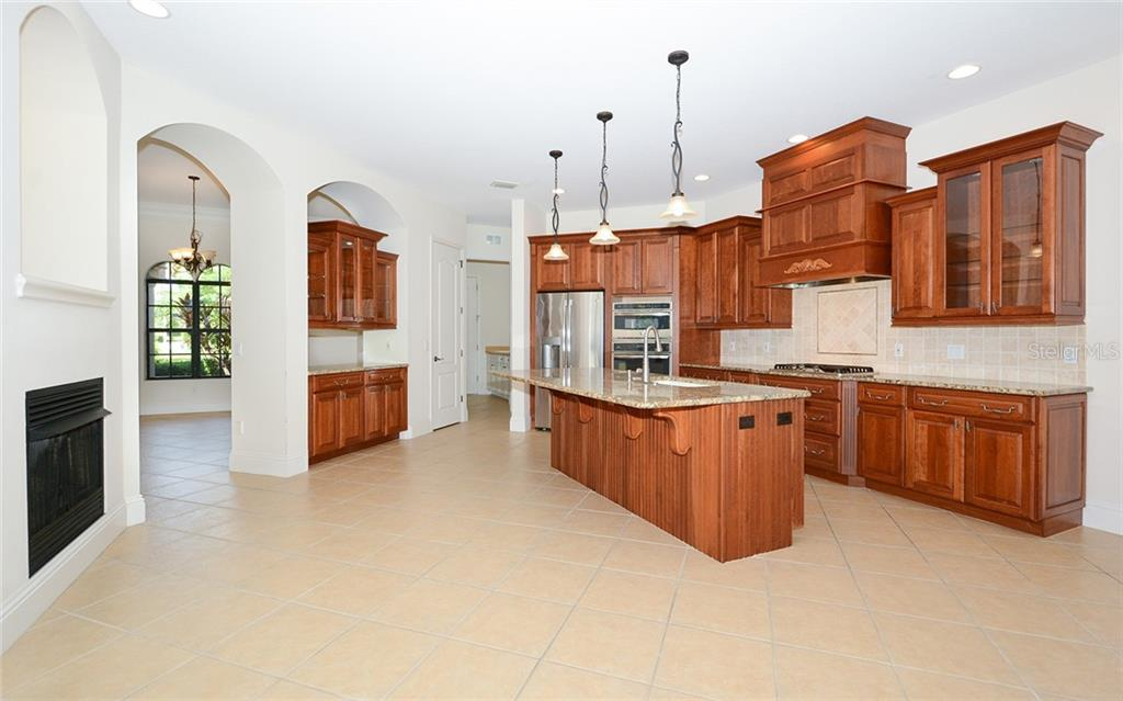 Single Family Home for sale at 6831 Dominion Ln, Lakewood Ranch, FL 34202 - MLS Number is A4471163