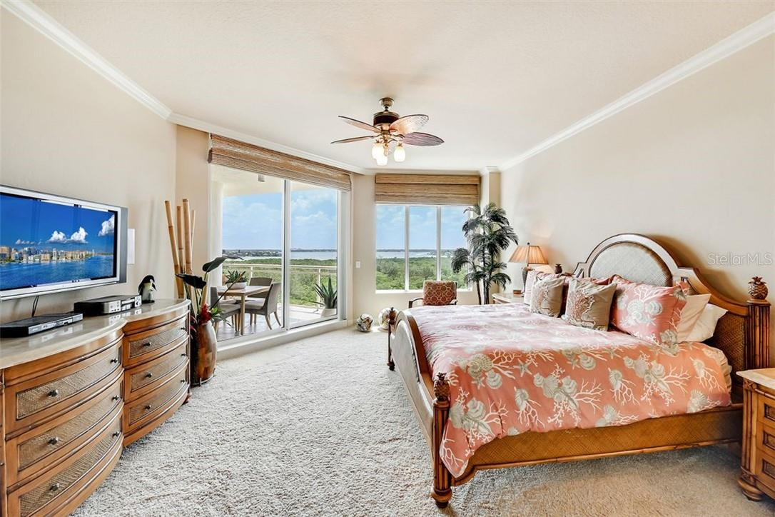 Master Bedroom w/High Ceilings - Condo for sale at 1300 Benjamin Franklin Dr #708, Sarasota, FL 34236 - MLS Number is A4471978