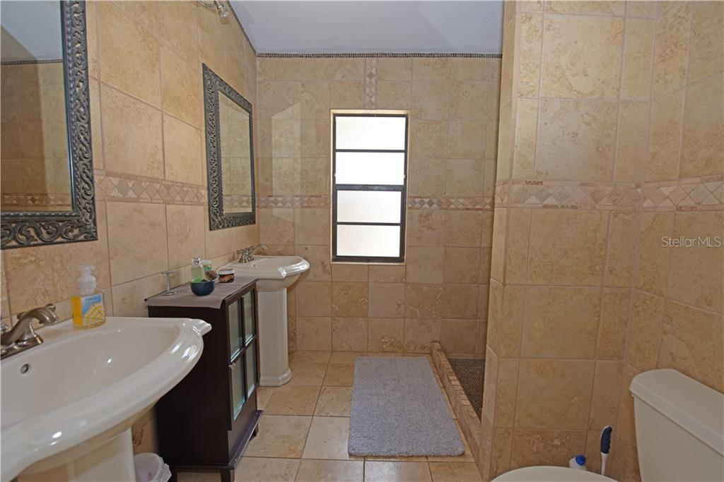 Master bathroom - Single Family Home for sale at 3921 Warren St, Sarasota, FL 34233 - MLS Number is A4474011
