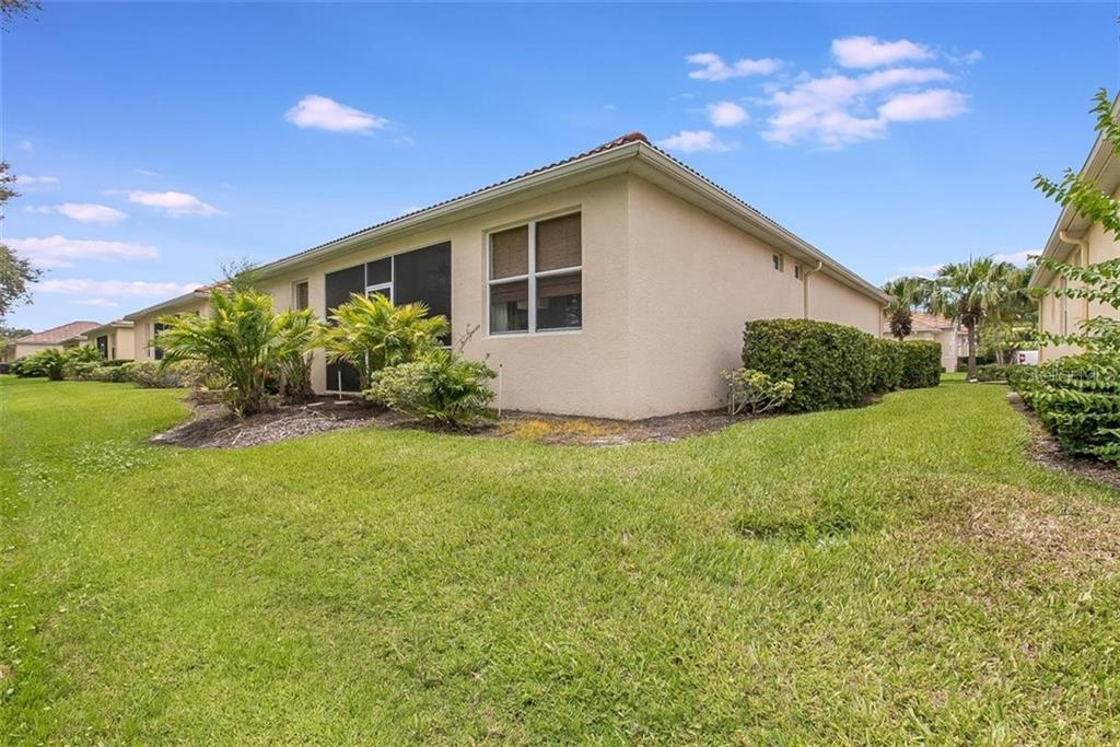 Condo for sale at 7727 33rd St E, Sarasota, FL 34243 - MLS Number is A4474012