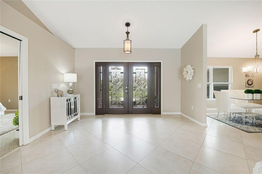Single Family Home for sale at 5628 Country Lakes Dr E, Sarasota, FL 34243 - MLS Number is A4477442