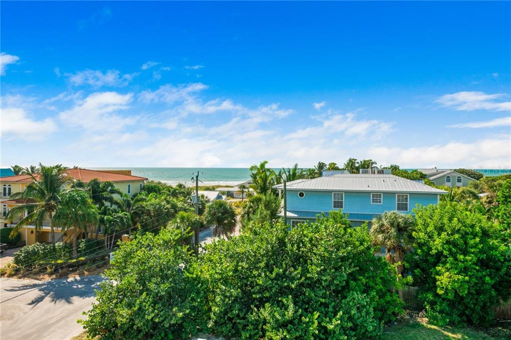 Single Family Home for sale at 118 48th St, Holmes Beach, FL 34217 - MLS Number is A4481872