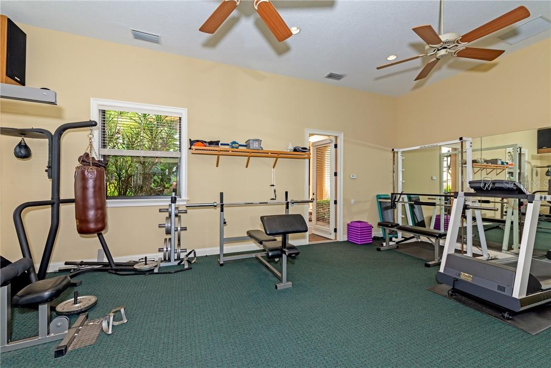 Single Family Home for sale at 6923 Westchester Cir, Lakewood Ranch, FL 34202 - MLS Number is A4481982