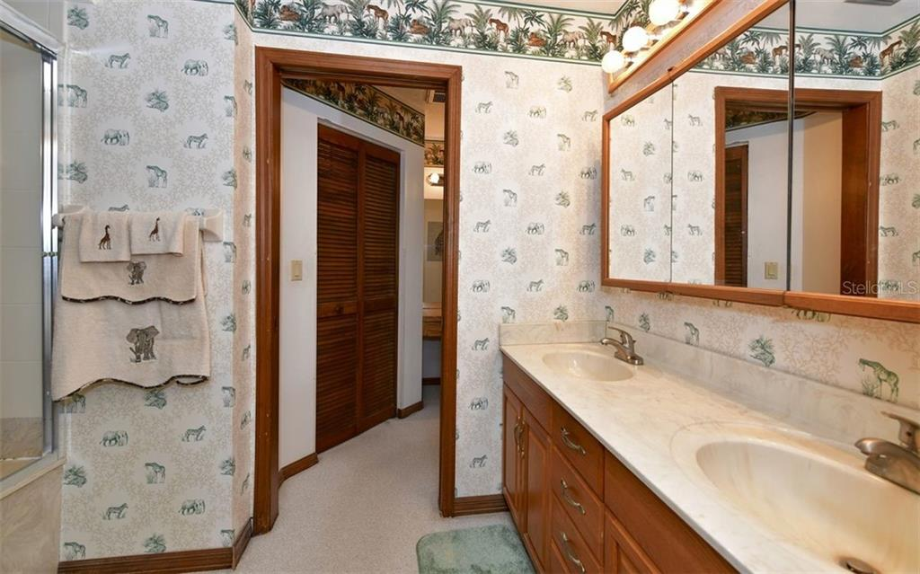 Master bathroom with double vanities - Single Family Home for sale at 9219 Bimini Dr, Bradenton, FL 34210 - MLS Number is A4483083