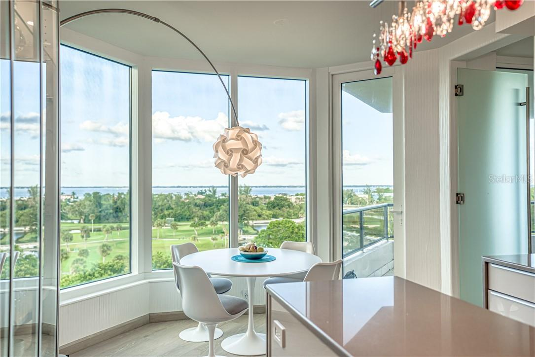 Breakfast table in Kitchen - Condo for sale at 545 Sanctuary Dr #B706, Longboat Key, FL 34228 - MLS Number is A4483212