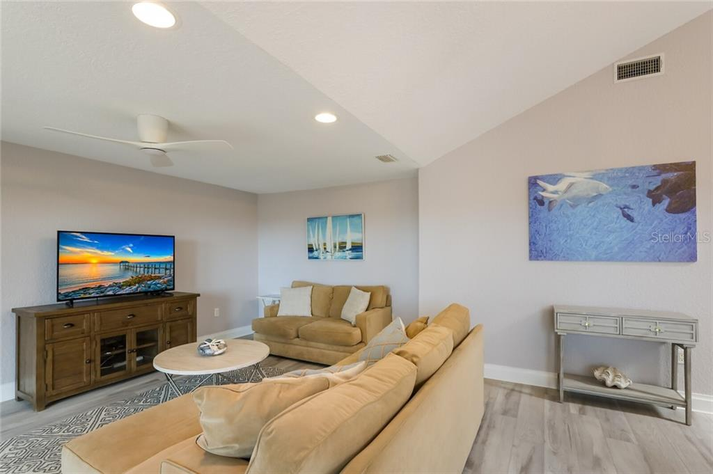 Condo for sale at 524 Beach Rd #E, Sarasota, FL 34242 - MLS Number is A4483242