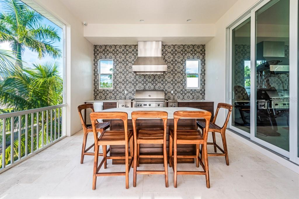 Outdoor Dinning Area Next To Outdoor Kitchen - Single Family Home for sale at 121 Seagull Ln, Sarasota, FL 34236 - MLS Number is A4483951