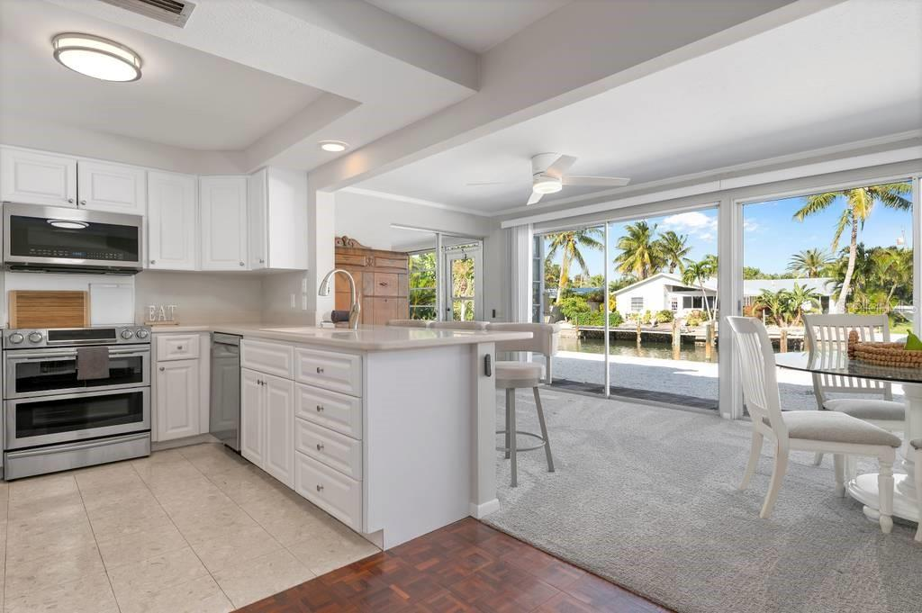 Kitchen with breakfast bar and new Samsung appliances package - Single Family Home for sale at 512 68th St, Holmes Beach, FL 34217 - MLS Number is A4484565