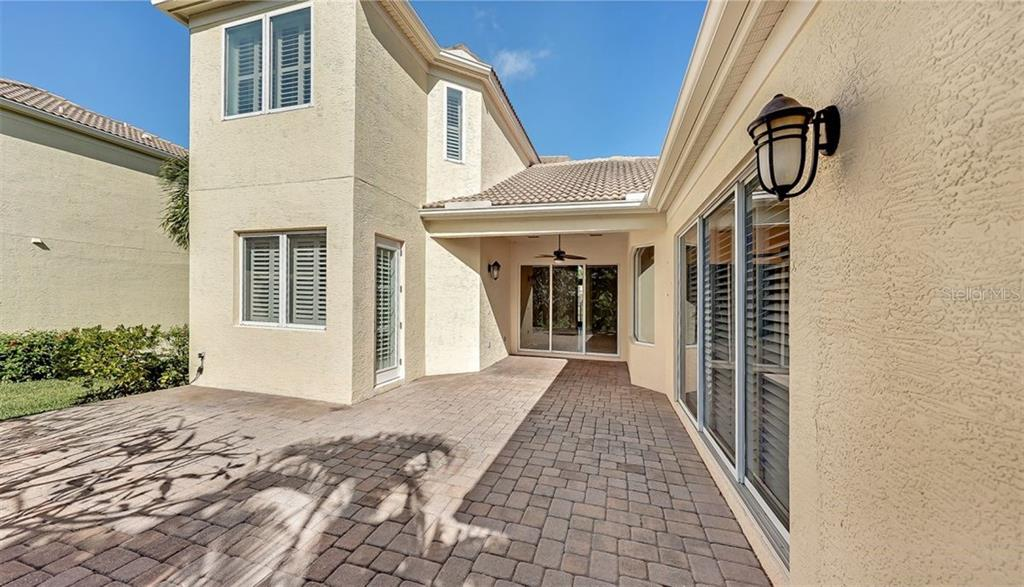 Condo Assoc Disc - Villa for sale at 1907 Harbour Links Cir #4, Longboat Key, FL 34228 - MLS Number is A4485152