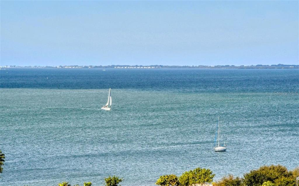 Terrace wraps around a corner - Condo for sale at 800 N Tamiami Trl #1007, Sarasota, FL 34236 - MLS Number is A4485565