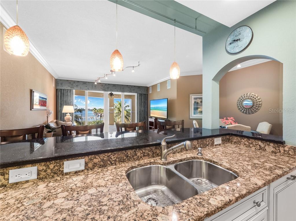 Luxury kitchen with end finishings. - Condo for sale at 14021 Bellagio Way #407, Osprey, FL 34229 - MLS Number is A4487552