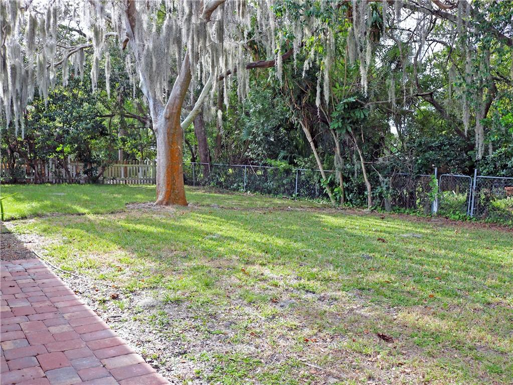 Single Family Home for sale at 6726 S Lockwood Ridge Rd, Sarasota, FL 34231 - MLS Number is A4488186