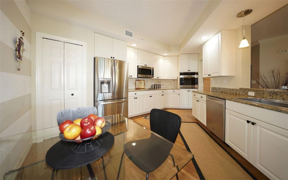 Stainless appliances and granite countertops - Condo for sale at 409 N Point Rd #402, Osprey, FL 34229 - MLS Number is A4491620