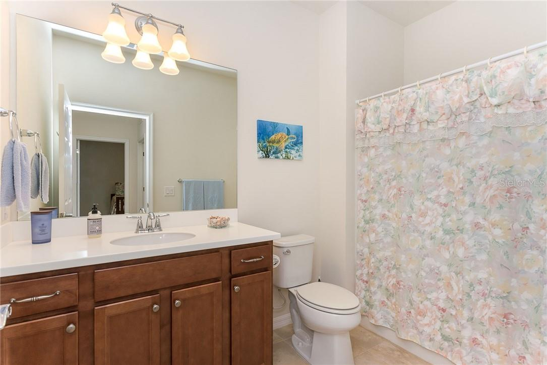 Bathroom 2 - Villa for sale at 13883 Botteri St, Venice, FL 34293 - MLS Number is A4493523