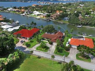1835 Southpointe Dr, Sarasota, FL 34231