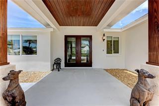 609 Concord Ln, Holmes Beach, FL 34217