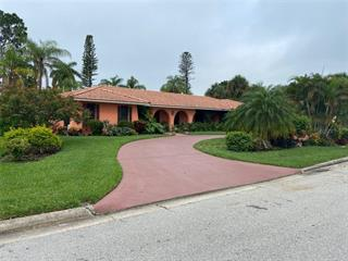 470 E Royal Flamingo Dr, Sarasota, FL 34236