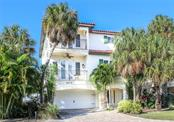 4112 5th Ave, Holmes Beach, FL 34217