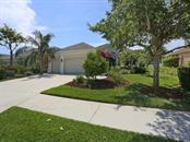 8008 Coates Row Pl, University Park, FL 34201