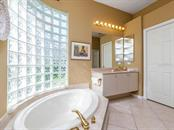 Master bath, double sinks, garden tub and separate shower. - Single Family Home for sale at 4887 Carrington Cir, Sarasota, FL 34243 - MLS Number is A4199511
