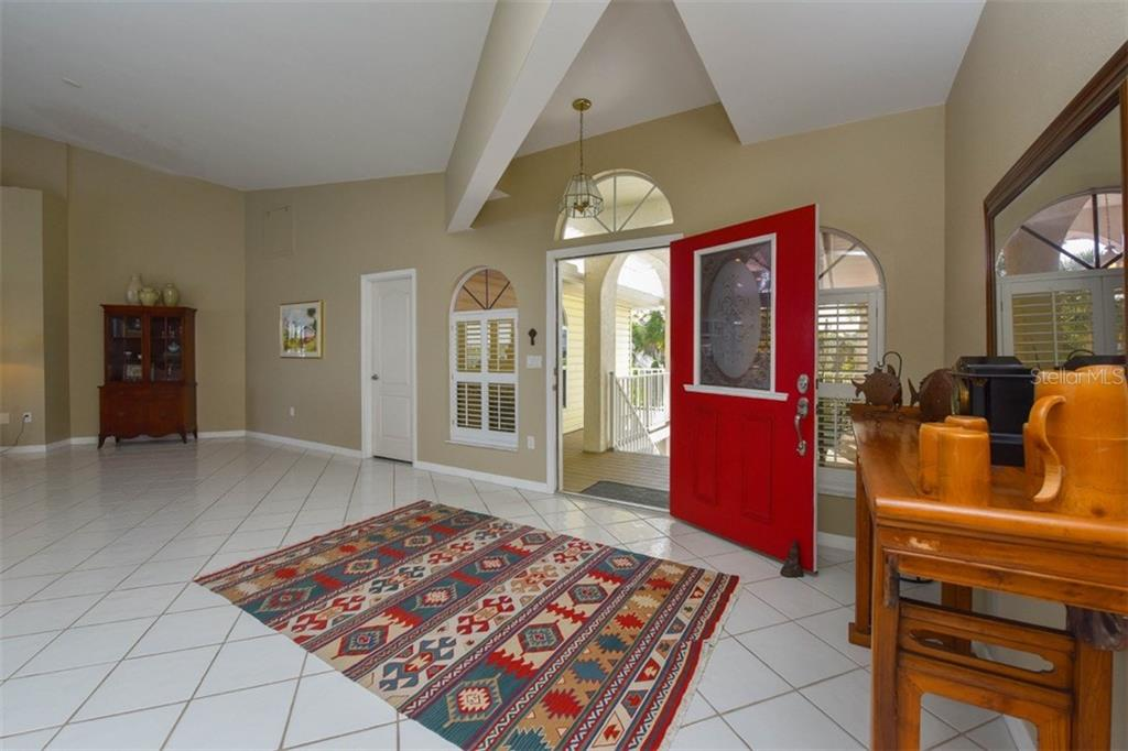 Front entry - Single Family Home for sale at 725 El Dorado Dr, Venice, FL 34285 - MLS Number is N5911780