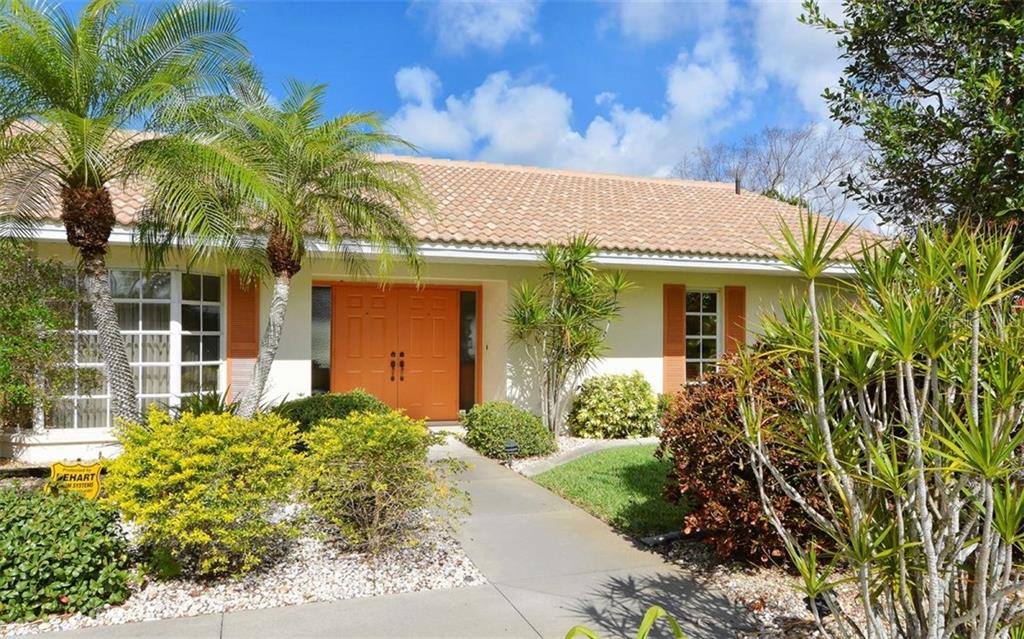 Walkway to Front Entrance - Single Family Home for sale at 1933 Innisbrook Ct, Venice, FL 34293 - MLS Number is N5912040