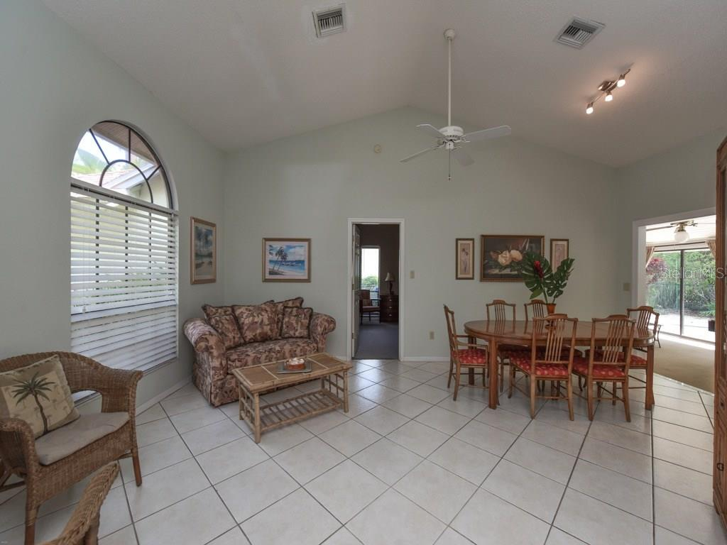Single Family Home for sale at 923 Circle Dr, Venice, FL 34285 - MLS Number is N5912979