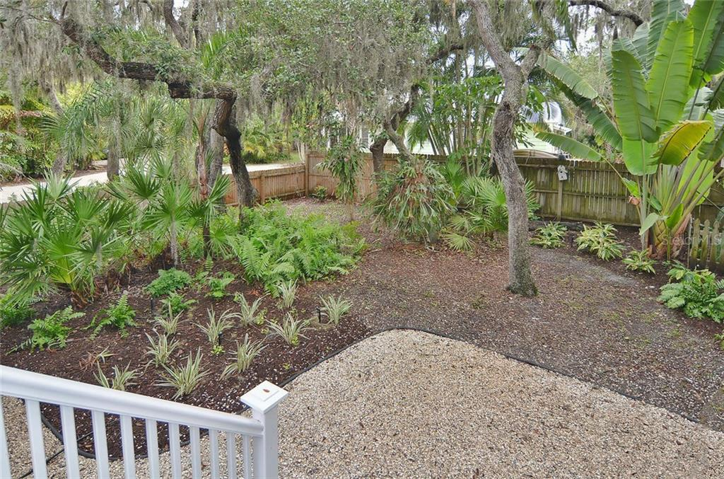 Yard - Single Family Home for sale at 732 Eagle Point Dr, Venice, FL 34285 - MLS Number is N5913211