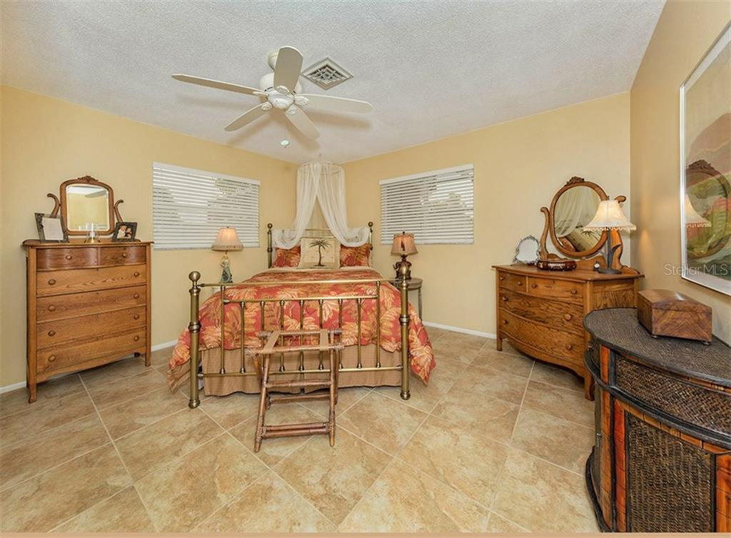 Bedroom - Single Family Home for sale at 925 Harbor Dr S, Venice, FL 34285 - MLS Number is N5913682