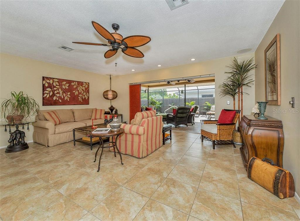Living room with sliders to lanai and pool - Single Family Home for sale at 925 Harbor Dr S, Venice, FL 34285 - MLS Number is N5913682