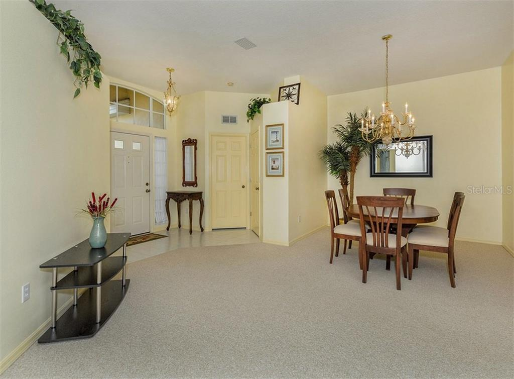 Dining room/foyer - Single Family Home for sale at 214 Vestavia Dr, Venice, FL 34292 - MLS Number is N5913794