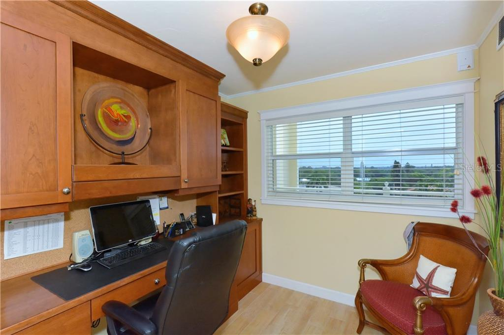 Dedicated office with built in Amish cabinets - Condo for sale at 255 The Esplanade N #706, Venice, FL 34285 - MLS Number is N5913875