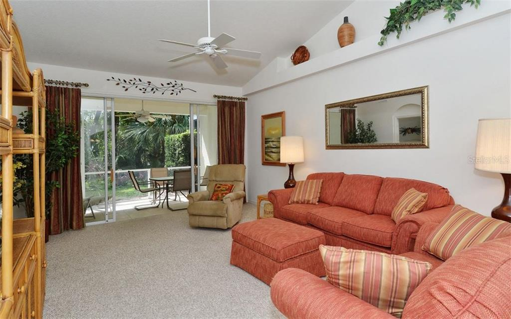 Villa for sale at 927 Tartan Dr #34, Venice, FL 34293 - MLS Number is N5914289