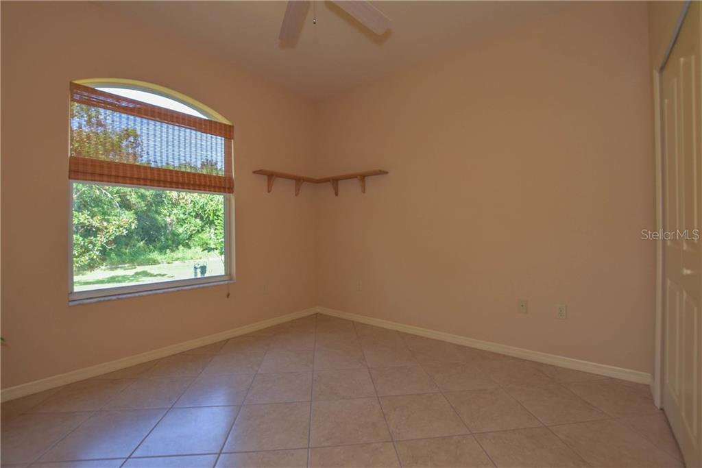 Master Bedroom - Single Family Home for sale at 525 Warwick Dr, Venice, FL 34293 - MLS Number is N5914473
