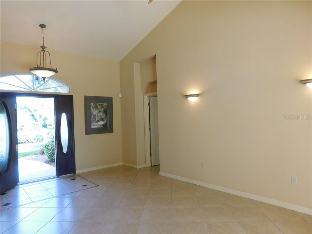 Single Family Home for sale at 525 Warwick Dr, Venice, FL 34293 - MLS Number is N5914473