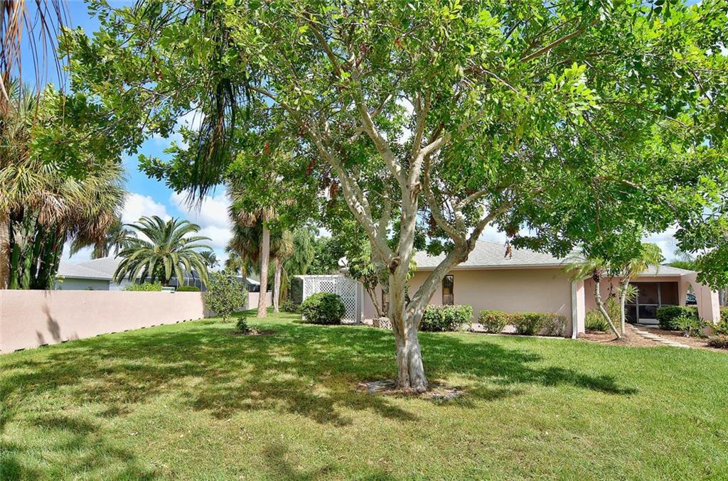 Side view - Single Family Home for sale at 1410 Strada D Argento, Venice, FL 34292 - MLS Number is N5914540