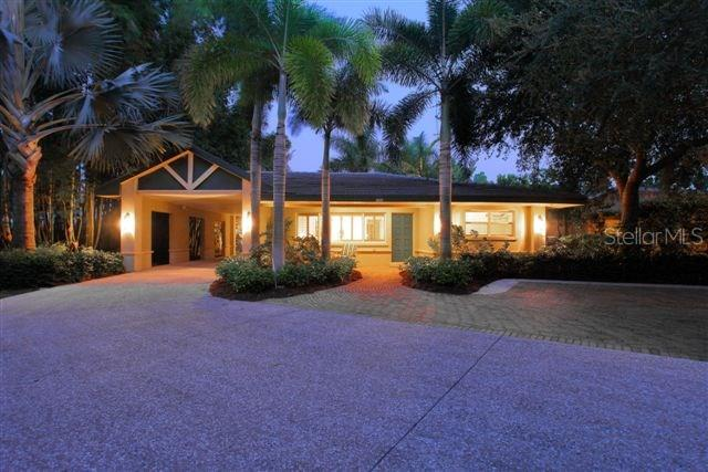 Guest house evening - Single Family Home for sale at 338 W Bay Dr, Venice, FL 34285 - MLS Number is N5915216