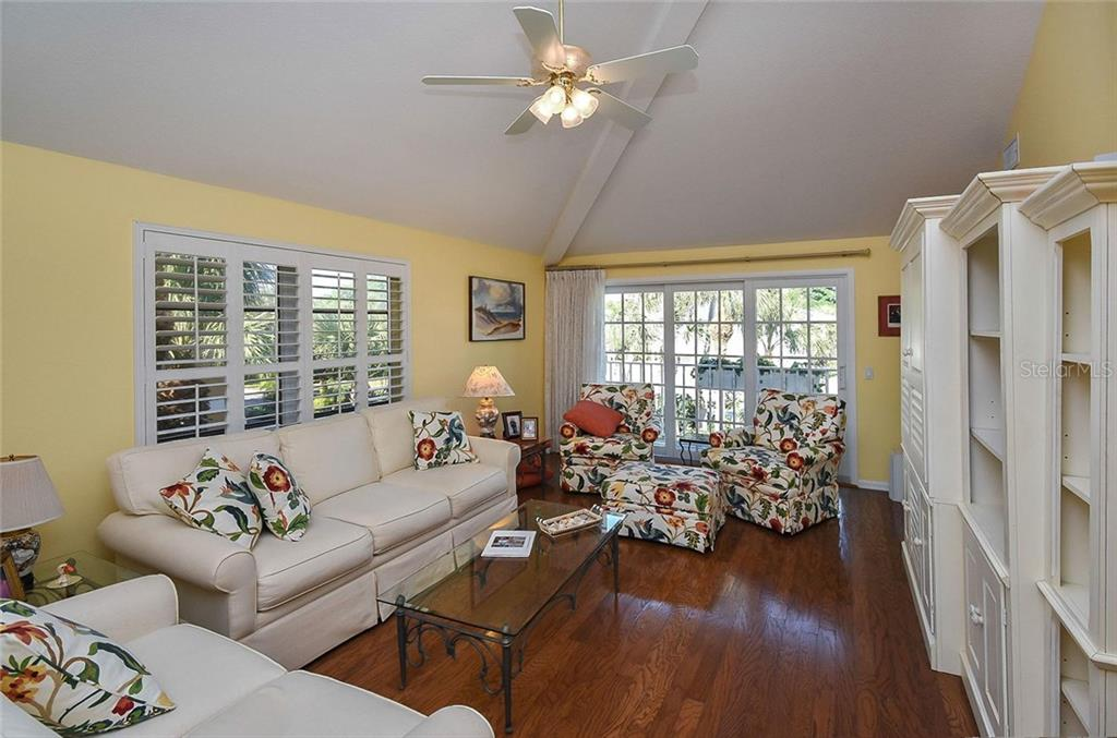 Living room - Single Family Home for sale at 910 Casey Cove Dr, Nokomis, FL 34275 - MLS Number is N5915385
