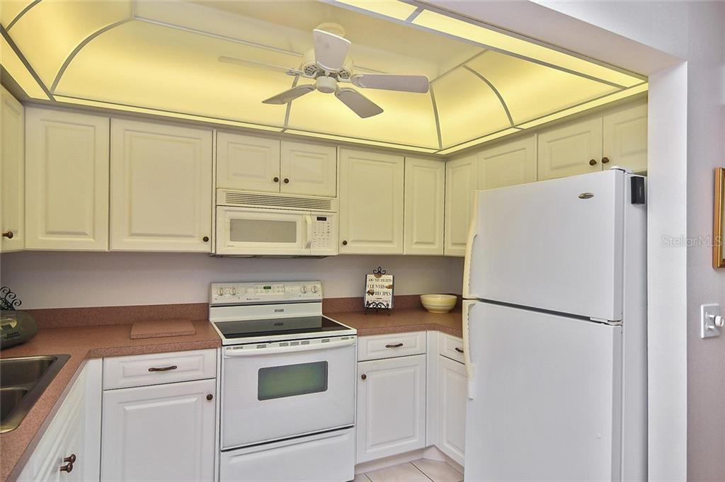Dining room, living room - Condo for sale at 139 Field Ave E #139, Venice, FL 34285 - MLS Number is N5915558