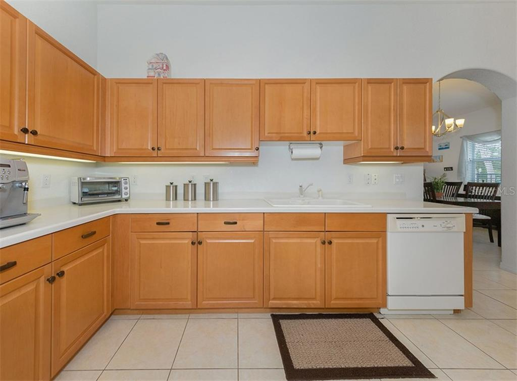 Kitchen - Villa for sale at 900 Onager Ct, Englewood, FL 34223 - MLS Number is N5915910