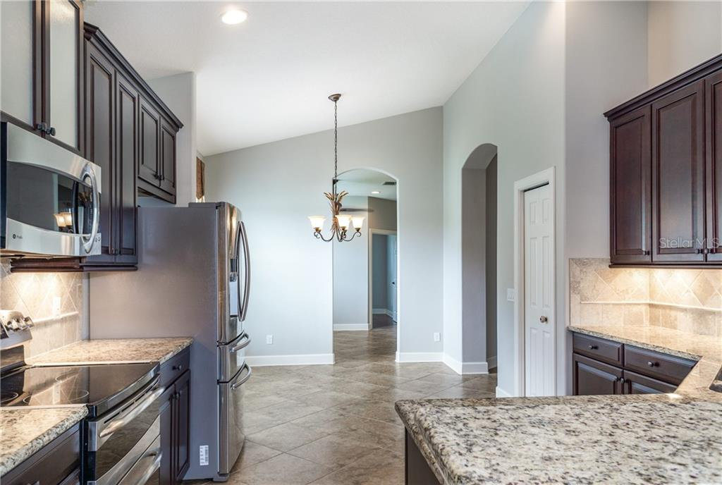 Double Oven and Double Freezer - Single Family Home for sale at 2290 Terracina Dr, Venice, FL 34292 - MLS Number is N6101301