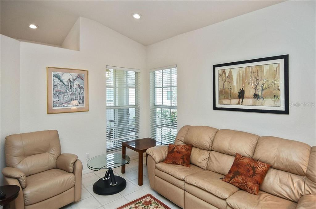 Family room - Villa for sale at 1720 Fountain View Cir, Venice, FL 34292 - MLS Number is N6101363