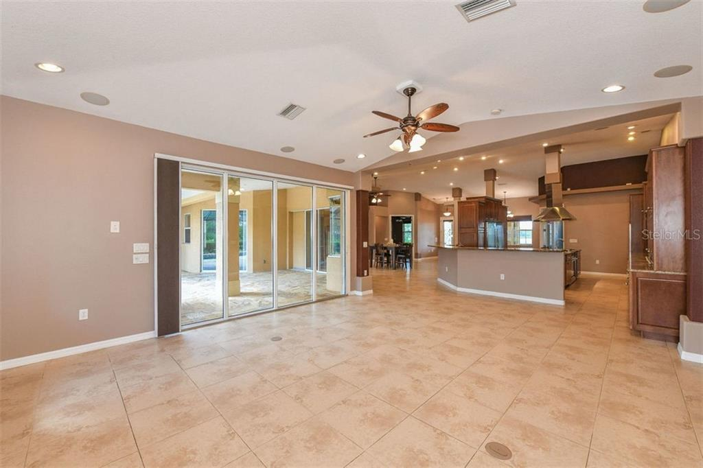 Breakfast bar, kitchen - Single Family Home for sale at 9150 Deer Ct, Venice, FL 34293 - MLS Number is N6101408