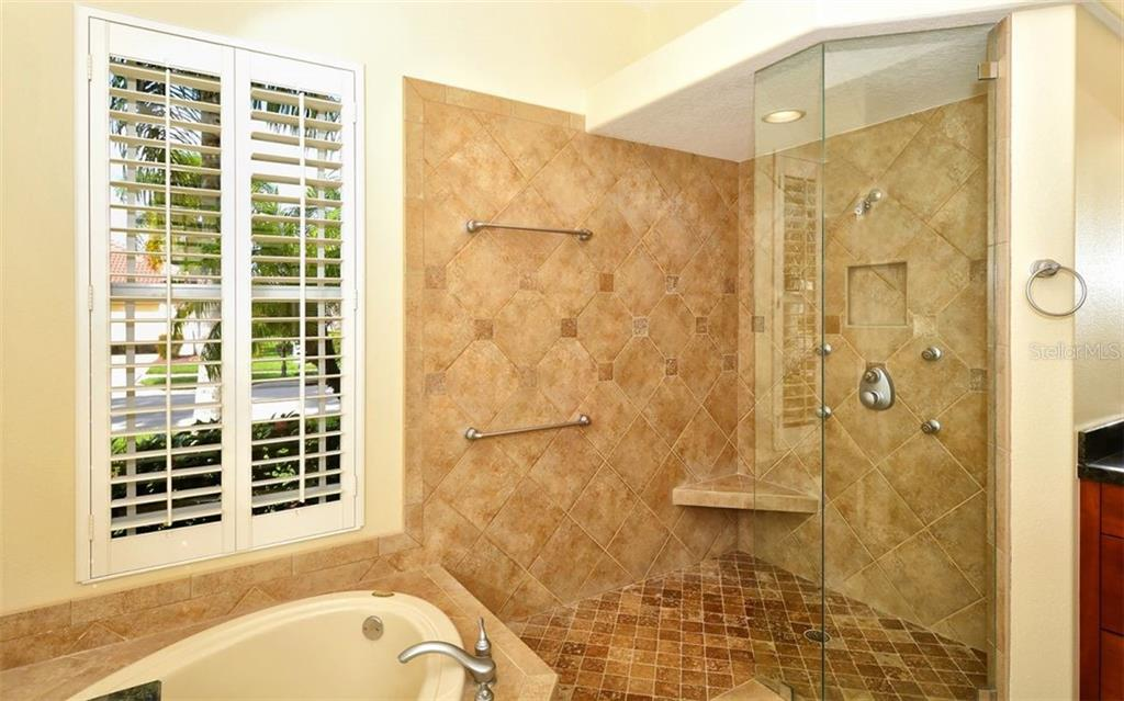 Master Bath - Single Family Home for sale at 913 Chickadee Dr, Venice, FL 34285 - MLS Number is N6101770