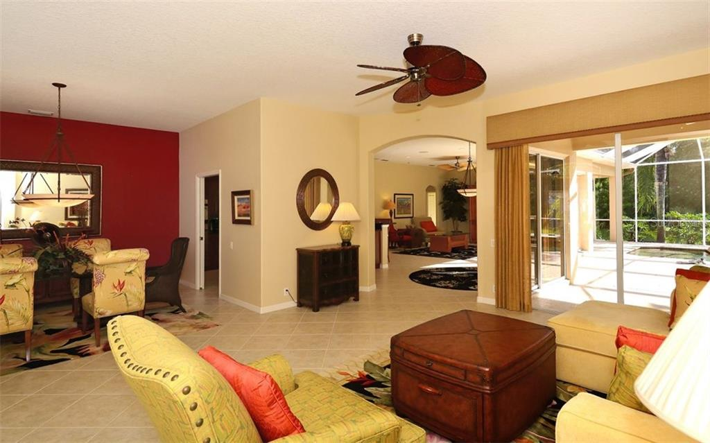 Living room, dining room - Single Family Home for sale at 913 Chickadee Dr, Venice, FL 34285 - MLS Number is N6101770