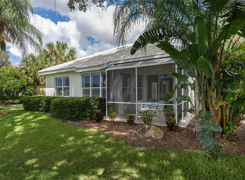 Single Family Home for sale at 533 Fallbrook Dr, Venice, FL 34292 - MLS Number is N6101891