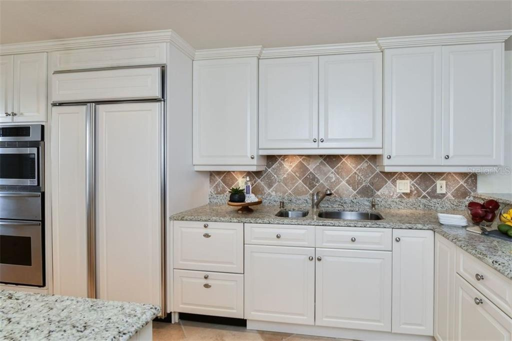 KITCHEN WITH GRANITE COUNTER TOPS, BUILT-IN OVEN AND MICROWAVE - Condo for sale at 5740 Midnight Pass Rd #505 F, Sarasota, FL 34242 - MLS Number is N6102195