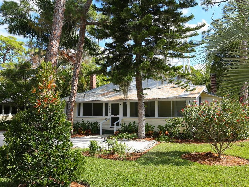 Eagle Point guest house - Single Family Home for sale at 732 Eagle Point Dr, Venice, FL 34285 - MLS Number is N6102366